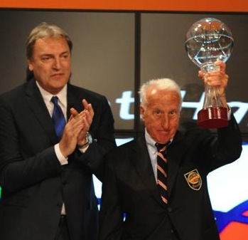 Dino Meneghin e Sandro Gamba insieme sul palco dell'Italian Basket Hall of Fame