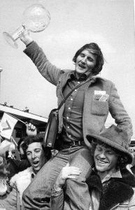 Piero Gros: storia del campione dello sci azzurro, qui con la Coppa di cristallo in mano