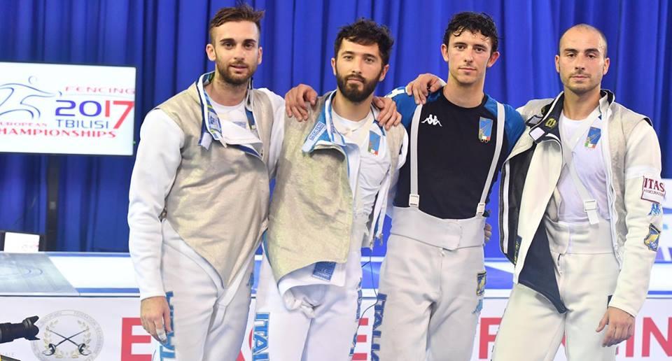 Gli azzurri del fioretto in posa dopo la vittoria della medaglia di bronzo