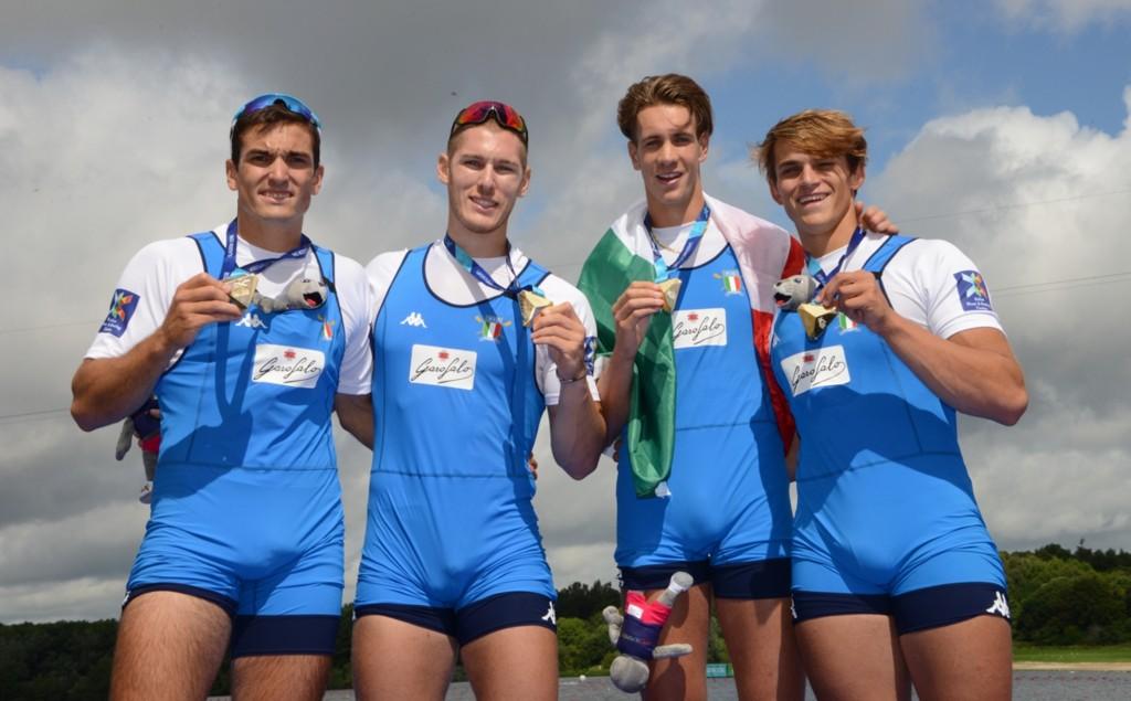 Il quartetto Mondelli-Panizza-Rambaldi-Gentili festeggia la medaglia d'oro nel quattro di coppia agli Europei di canottaggio 2018